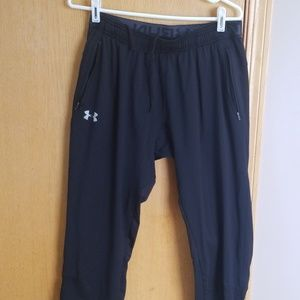 Men's Under Armour black fitted pant .. Large